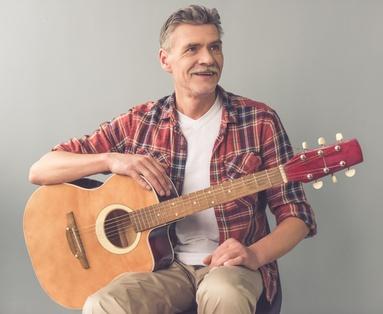 apprendre la guitare adulte