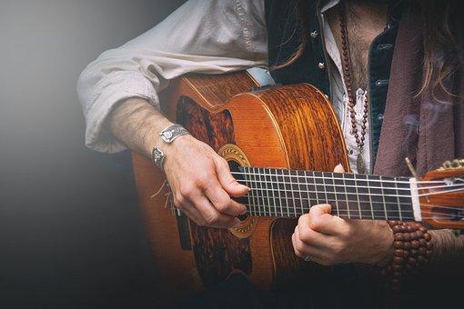 guitar-player-6231910__340