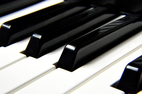 Jouer du piano - Allegro Musique