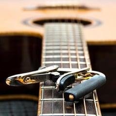 Le capodastre de guitare
