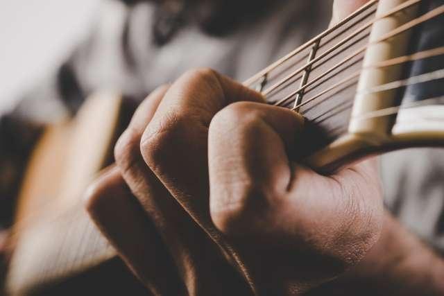 apprendre accord à la guitare