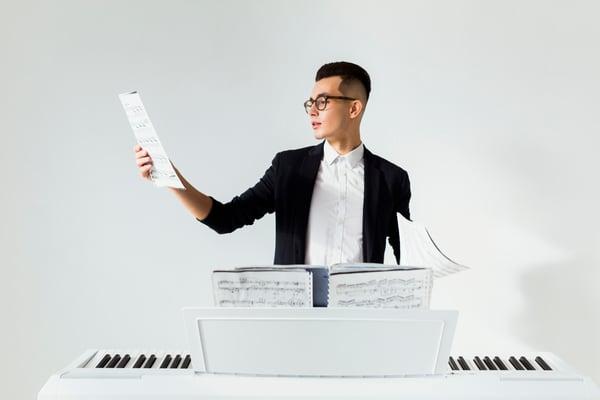 Composer des partitions au piano - Allegro Musique