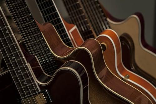 jouer-de-la-guitare-debutant