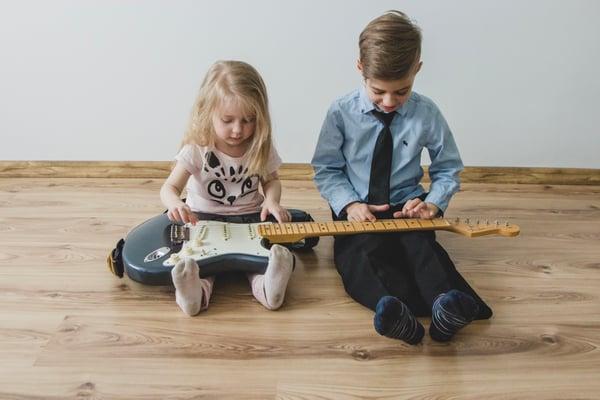 Enfant: Guitare classique ou électrique