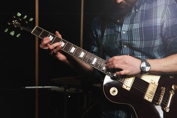 Guitariste - Allegro Musique