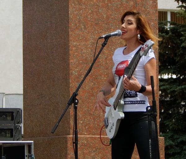 Guitariste de rock et métal femme