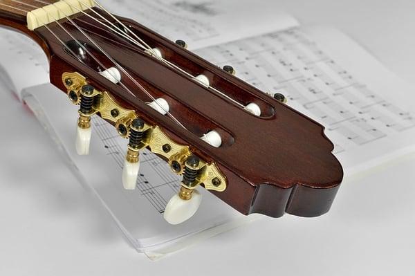 jouer de la guitare avec solfege