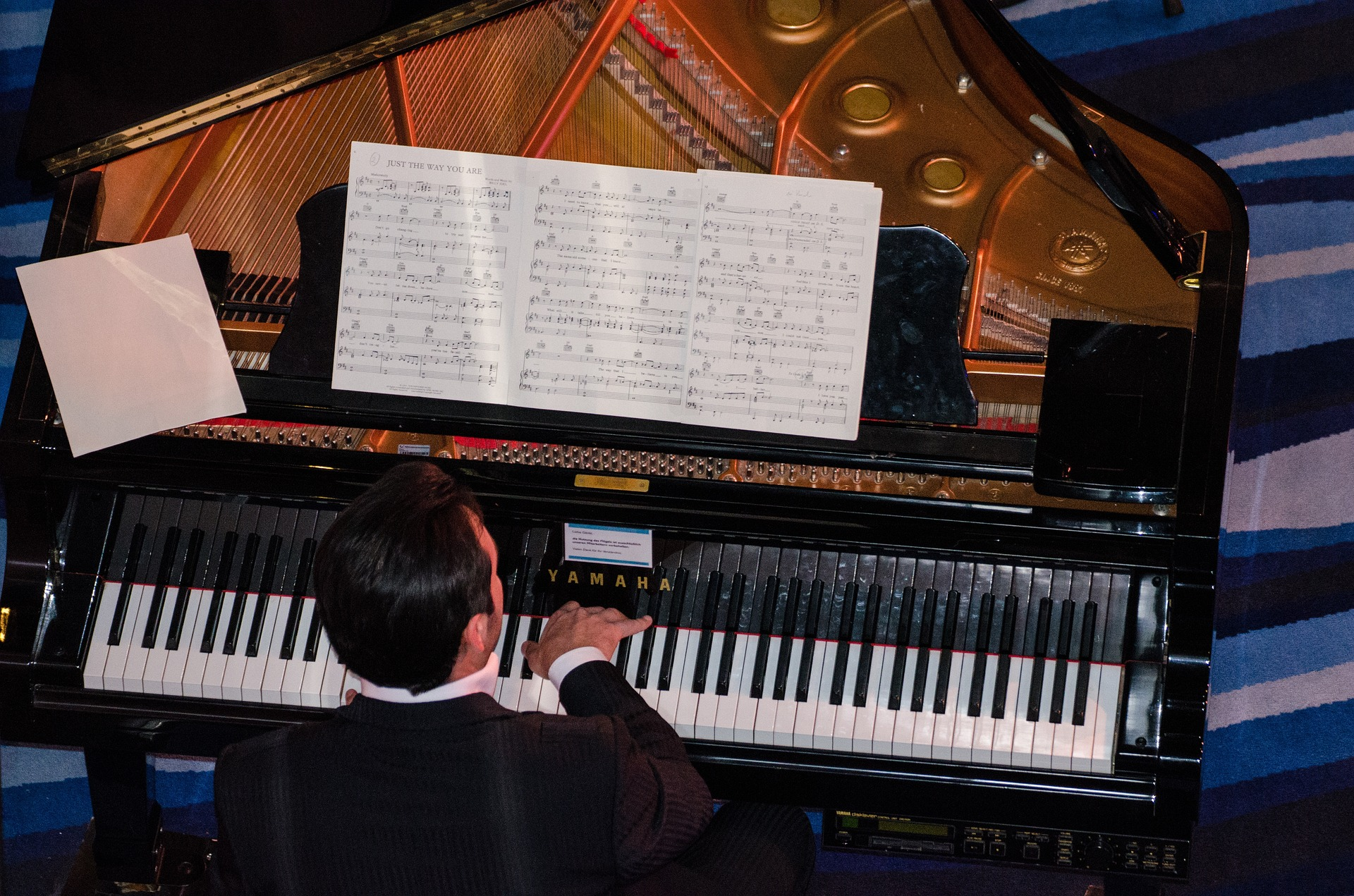 jouer du piano adulte
