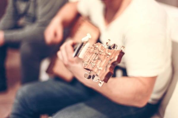 Les méthodes pour apprendre un morceau à la guitare