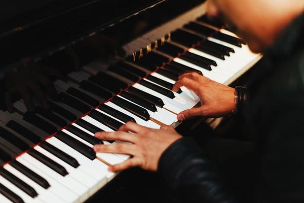 Pianiste en conservatoire - Allegro Musique
