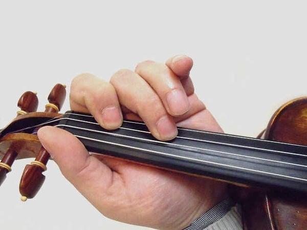 position de la main gauche au violon