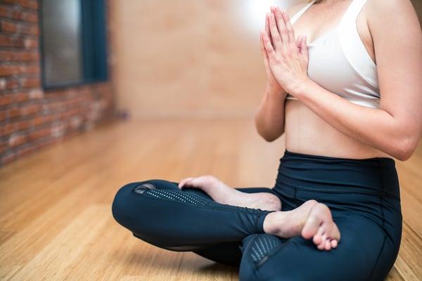 Le yoga et le pilates pour se relaxer avant de chanter