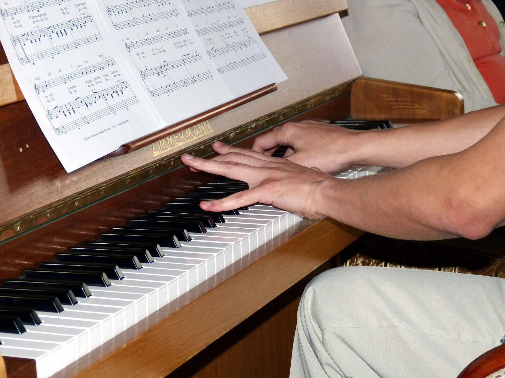 Les_exercies_incontournables_au_piano_pour_delier_les_doigts_